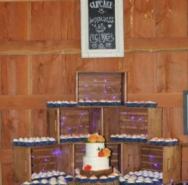 cupcakes with 2-tier cutting cake